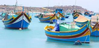 五颜六色的鱼小船在Marsaxlokk马耳他 图库摄影