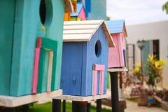 五颜六色的鸟房子 库存图片