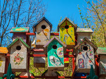 五颜六色的鸟舍手工制造与绘画 库存图片