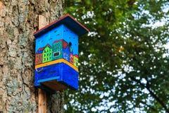 五颜六色的鸟舍运河安置看法边 库存照片