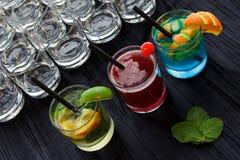 五颜六色的鸡尾酒 免版税库存图片