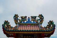 五颜六色的龙雕象 库存照片