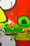五颜六色的水下落 库存照片