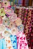 五颜六色的织品卷 库存照片
