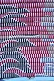 五颜六色的织品床单堆背景 库存图片