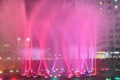 五颜六色的水在公园 免版税库存图片