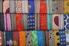 五颜六色的围巾 免版税库存图片