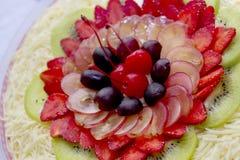 五颜六色的水果沙拉 免版税库存照片