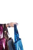 五颜六色的购物袋用手 免版税图库摄影
