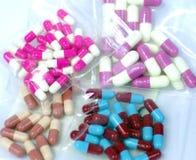 五颜六色的医疗胶囊药片 图库摄影