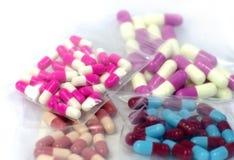 五颜六色的医疗胶囊药片 库存图片