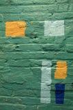 五颜六色的绿色墙壁的垂直的背景图象有其他颜色块的  免版税库存图片