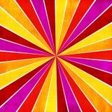 五颜六色的黄色,桃红色,橙色和红色光芒镶有钻石的旭日形首饰的样式abstrac 免版税库存照片