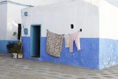 五颜六色的洗衣店在Assila,摩洛哥 库存照片