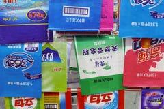 五颜六色的洗衣粉包装的袋子 免版税库存照片
