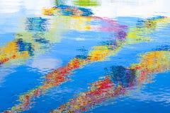 五颜六色的水表面 抽象背景 图库摄影