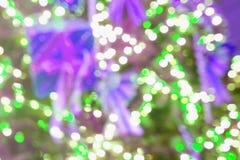 五颜六色的bokeh通过玻璃背景 免版税库存图片