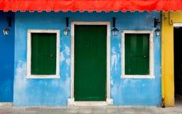 五颜六色的Burano门面在威尼斯,意大利 免版税库存图片