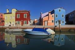 五颜六色的Burano,威尼斯,意大利 免版税库存照片