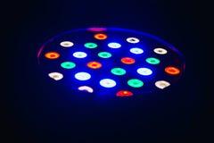 五颜六色的DJ光在迪斯科舞厅 免版税库存图片