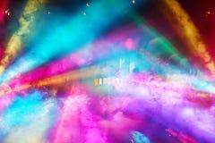 五颜六色的DJ集会光和雾从所有角度 库存图片