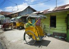 五颜六色的Pedicab,安汶,印度尼西亚 图库摄影