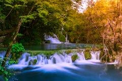 五颜六色的Plitvice湖瀑布,克罗地亚 图库摄影