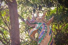 五颜六色的singha监护人或古色古香的泰国样式狮子雕象在 免版税库存照片