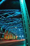 五颜六色的Waibaidu桥梁夜场面  免版税库存图片