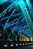 五颜六色的Waibaidu桥梁夜场面  免版税库存照片