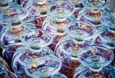 五颜六色空的玻璃冰淇凌背景 免版税图库摄影