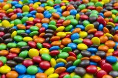 五颜六色背景的糖果 免版税库存图片