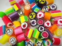 五颜六色背景的糖果 免版税库存照片
