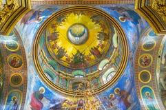 五颜六色被绘的圆屋顶在Pochayiv拉夫拉 免版税图库摄影