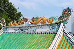 五颜六色龙被绘的屋顶雕塑在中国Templ的 免版税库存图片
