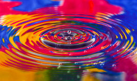 五颜六色水下落关闭为背景,纹理, mo 图库摄影