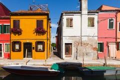 五颜六色Burano的,威尼斯,意大利被绘的房子 免版税图库摄影