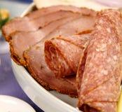 五香熏牛肉蒜味咸腊肠 免版税库存照片