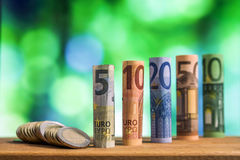 五,十,二十,五十和一百欧元滚动了票据bankn 免版税库存照片