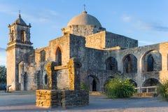 水井在使命圣何塞在圣安东尼奥,日落的得克萨斯 库存照片