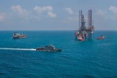 钻井的近海石油平台船具 库存照片