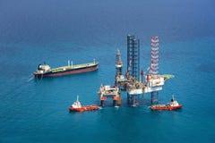 钻井的近海石油平台船具 库存图片