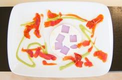 井装饰了白色板材用从餐馆的豪华食物 图库摄影