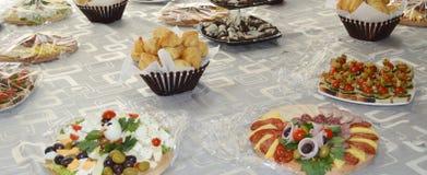 井装饰了食物,点心,寒冷,裁减,自助餐 免版税图库摄影