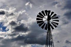 井水的风力泵 免版税库存图片