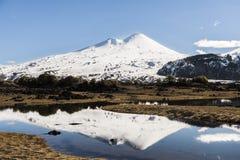 亚伊马火山火山和绿色湖 免版税库存图片