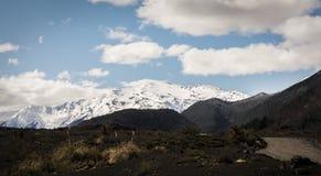 亚伊马火山火山和绿色湖 免版税库存照片