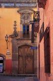 亚伦得・ de guanajuato墨西哥米格尔・圣街道 免版税库存图片