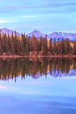 亚伯大加拿大湖金字塔 库存照片