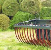 亚伯大打包域干草横向大草原农村夏令时 库存照片